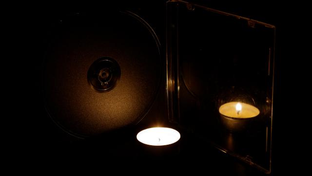 Опыт со свечей и футляром диска